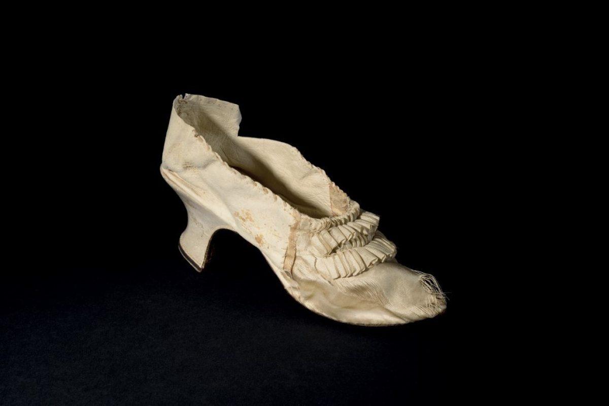 Subastan un zapato de María Antonieta por más de 50.000 dólares
