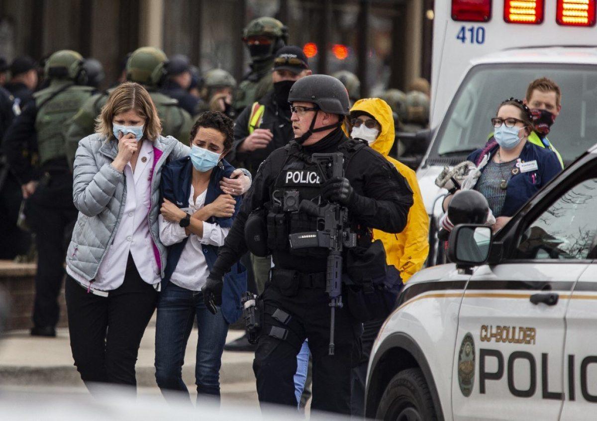 Al menos diez muertos en un tiroteo en un supermercado de Estados Unidos