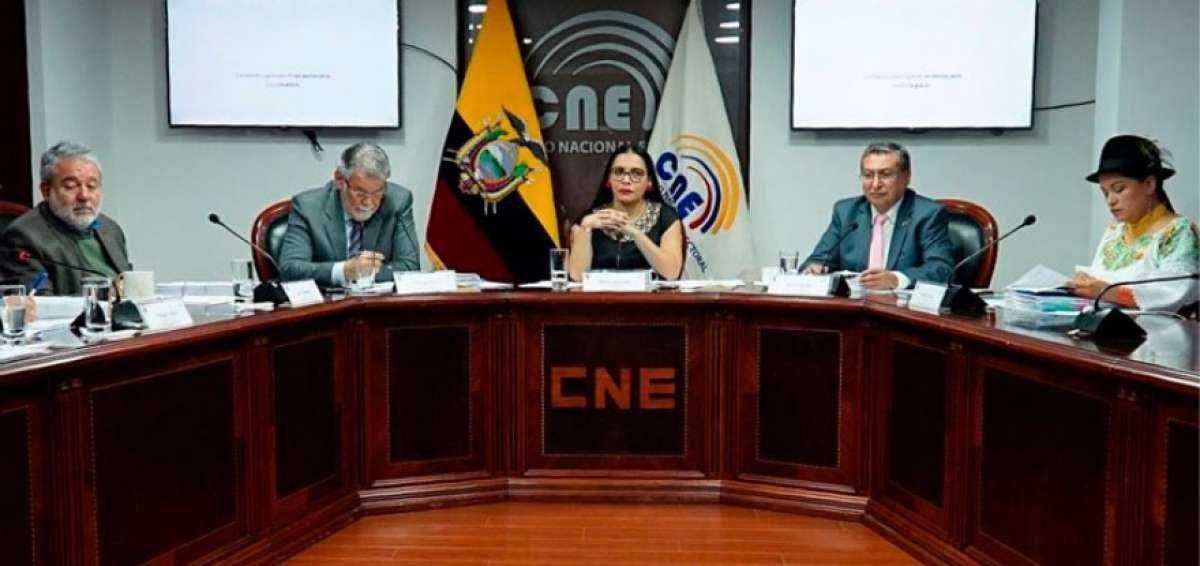 Consejo Nacional Electoral envía al IGM a imprimir papeletas con 16 binomios presidenciales en firme