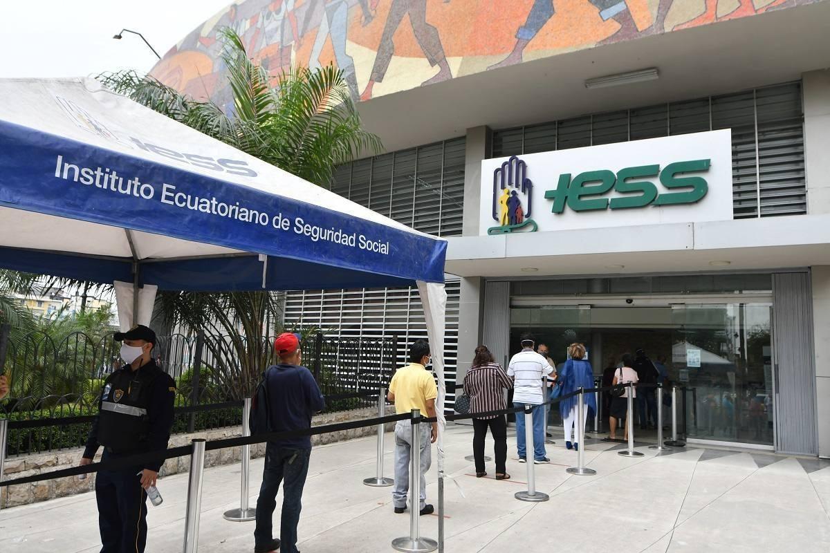 El Consejo Directivo del IESS aprobó financiamiento de décimos sueldos de los jubilados sin incrementar aporte de los afiliados