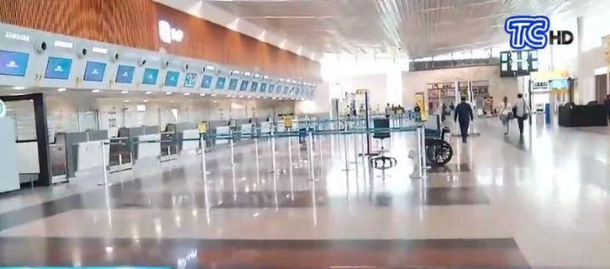 Aeropuerto de Guayaquil cerrado por caída de cenizas