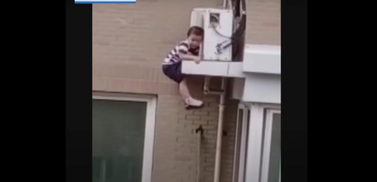 VIDEO: Un hombre atrapa al vuelo a un niño que cae desde un quinto piso