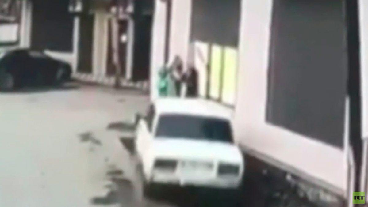 VIDEO   Tres menores se salvaron de ser atropellados en Rusia