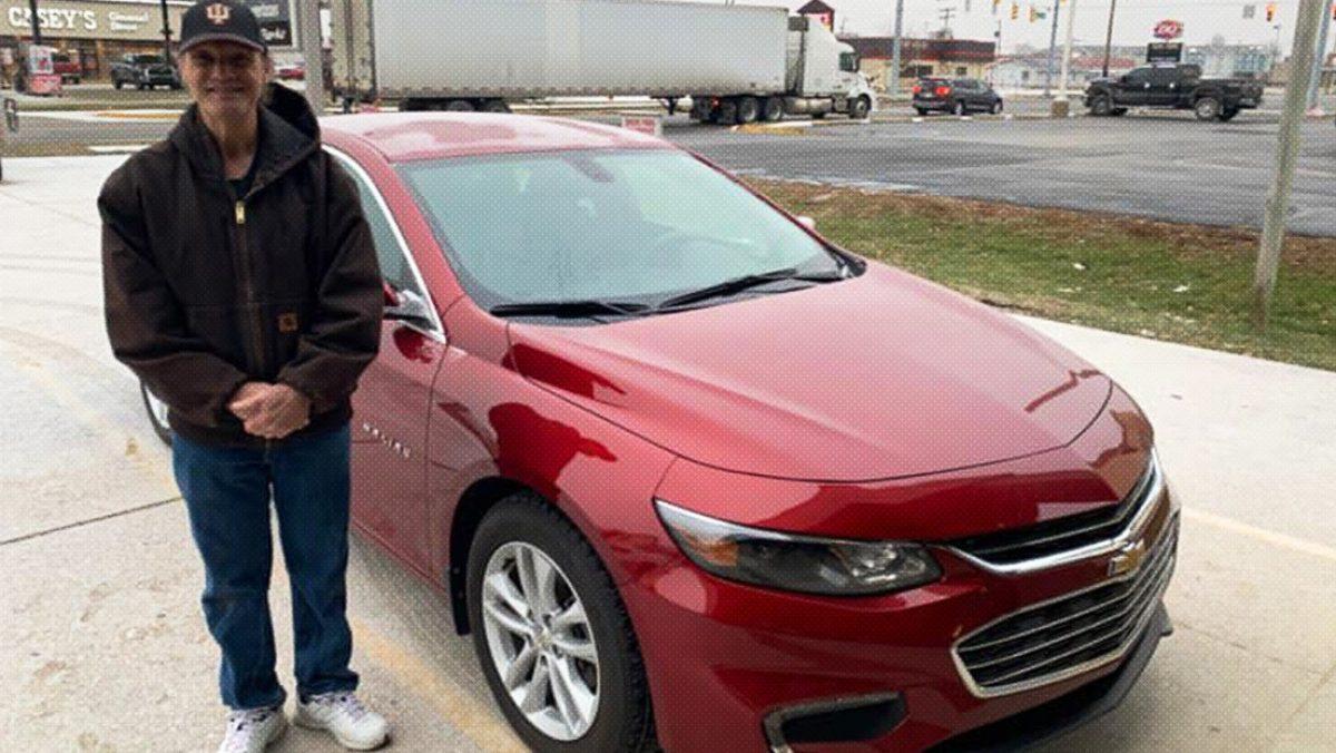 Repartidor de pizza recibe un auto nuevo como propina