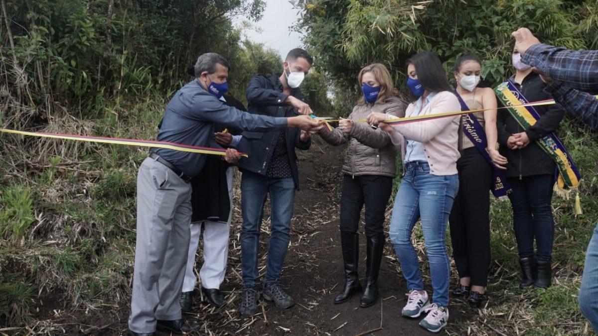 El volcán Tungurahua fue reaperturado este sábado para la reactivación del turismo