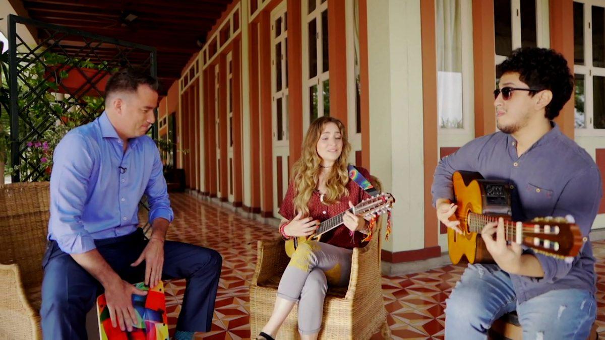 Caminando con Jungbluth   La cantante ecuatoriana Mirella Cesa nos cuenta su historia