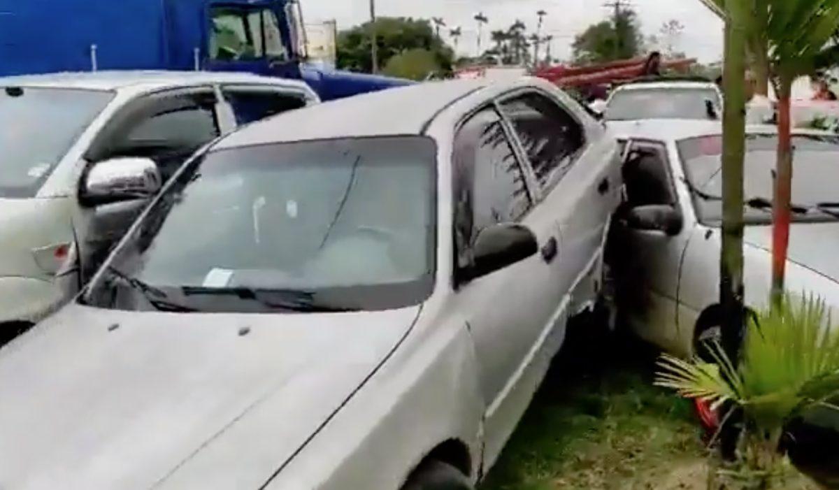 ¡INSÓLITO! Se registró un accidente de tránsito con más de 13 vehículos implicados
