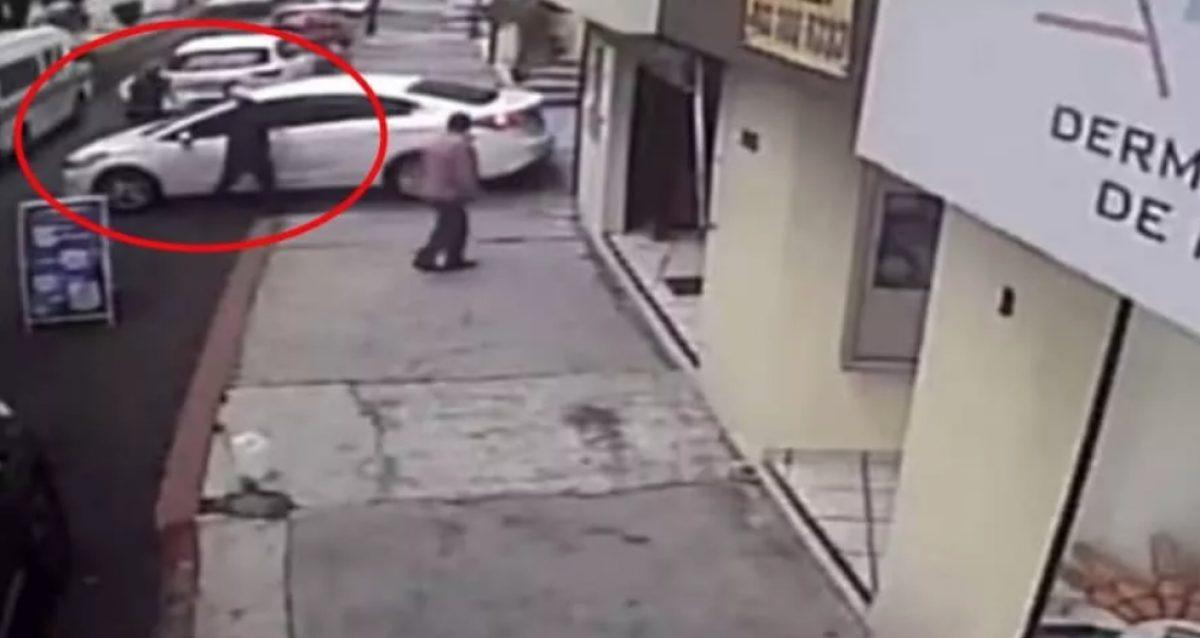 VIDEO |Evitó robo y dio retro para atropellar a los delincuentes
