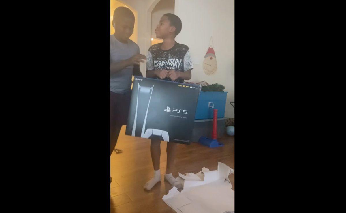 VIDEO: Creyeron que era un Playstation 5 por regalo de Navidad