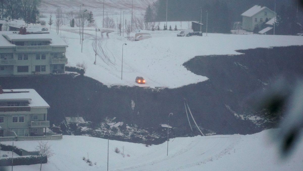 VIDEO | Un enorme socavón destruye varias casas y provoca una evacuación masiva en Noruega