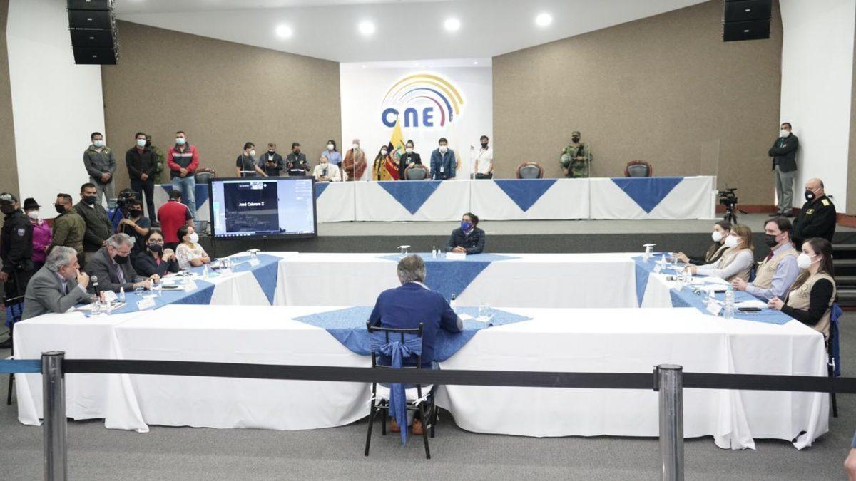 VIDEO | Guillermo Lasso y Yaku Pérez llegan a un acuerdo en el CNE