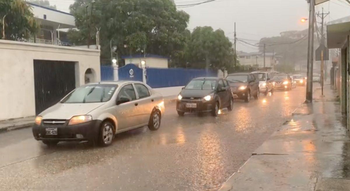 VIDEO | Intensa lluvia se registra en Guayaquil