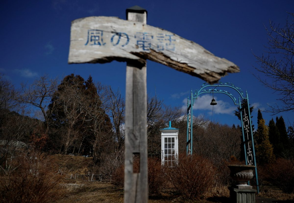 'El teléfono del viento': una cabina telefónica para hablar con los seres queridos fallecidos
