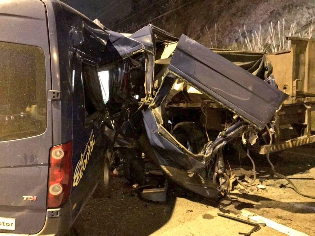 Tres fallecidos dejó un accidente en la vía Cuenca-Azogues