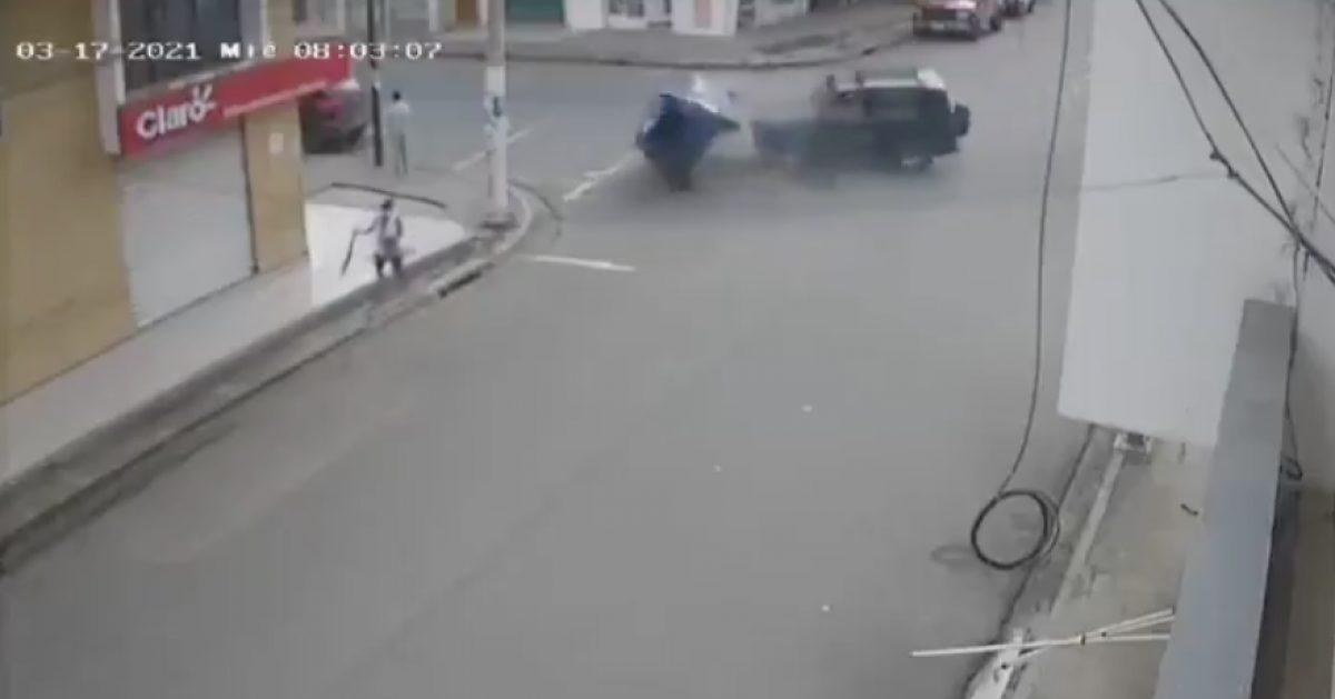 Persona se salva de morir en accidente de tránsito en Chone