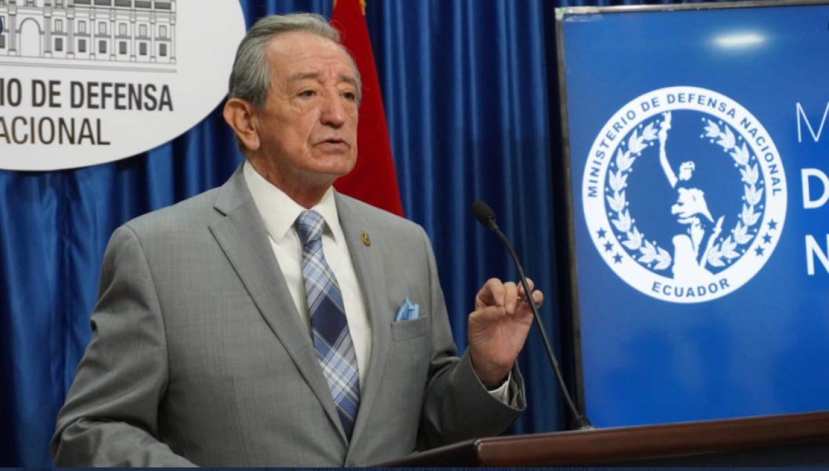 Ministro de Defensa explica que fue vacunado contra el COVID-19 por invitación del MSP