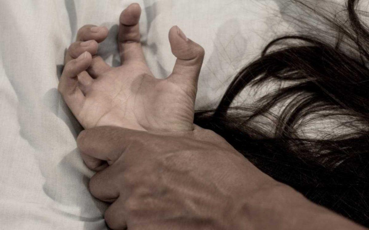 Policía argentino prostituyó a su esposa durante 10 años: Fue violada por siete oficiales