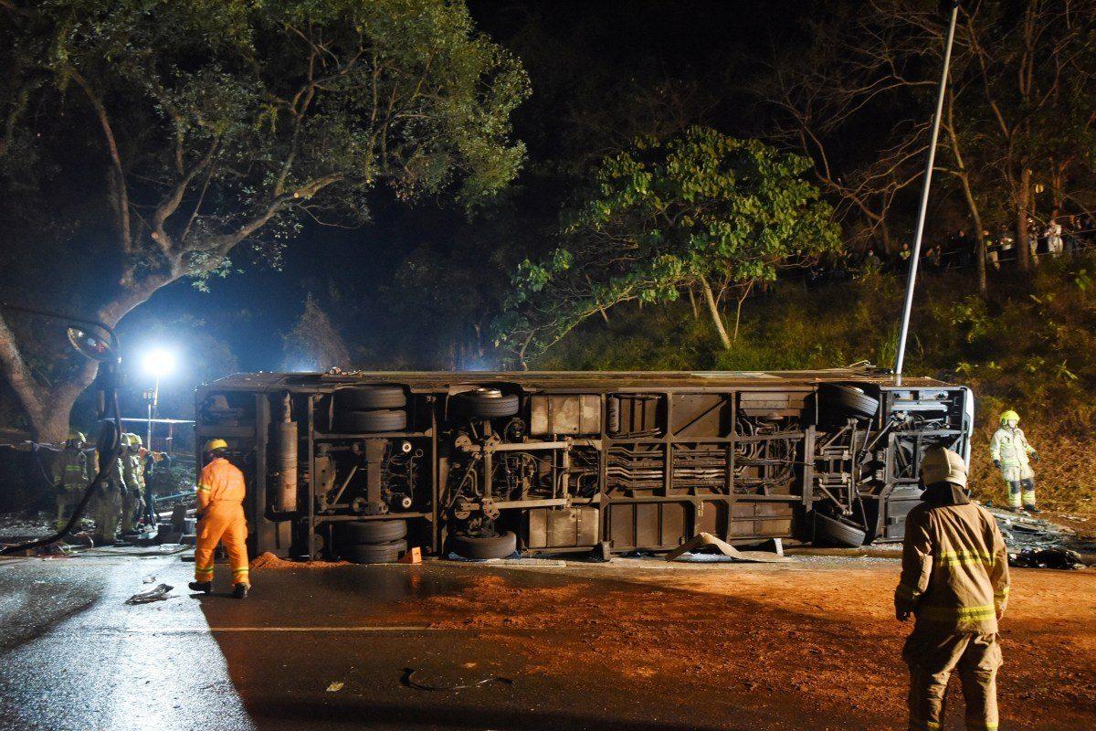 Al menos 11 muertos en un choque entre un camión y un autobús en China