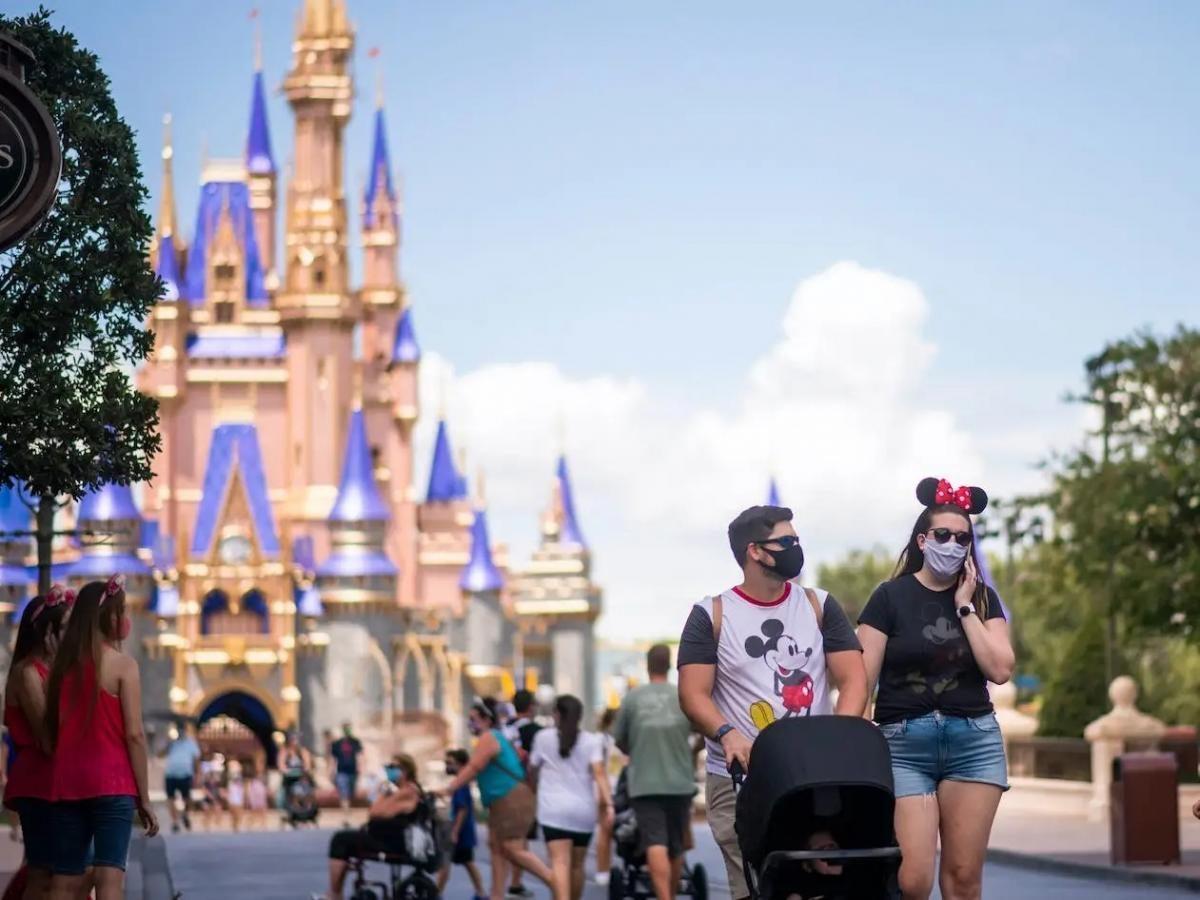 Disney obliga a usar mascarillas en sus parques