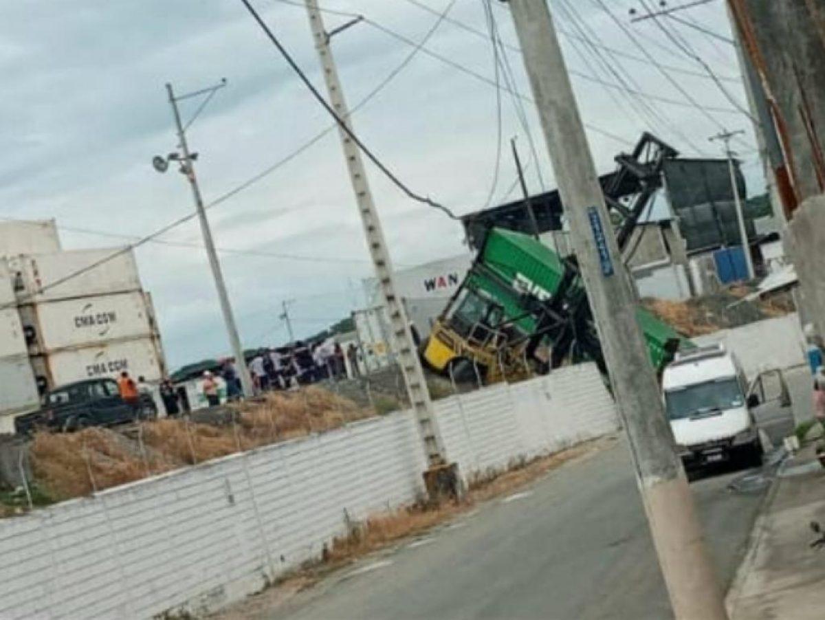 Un montacarga y un contenedor provocaron un corte de luz en la vía a Daule