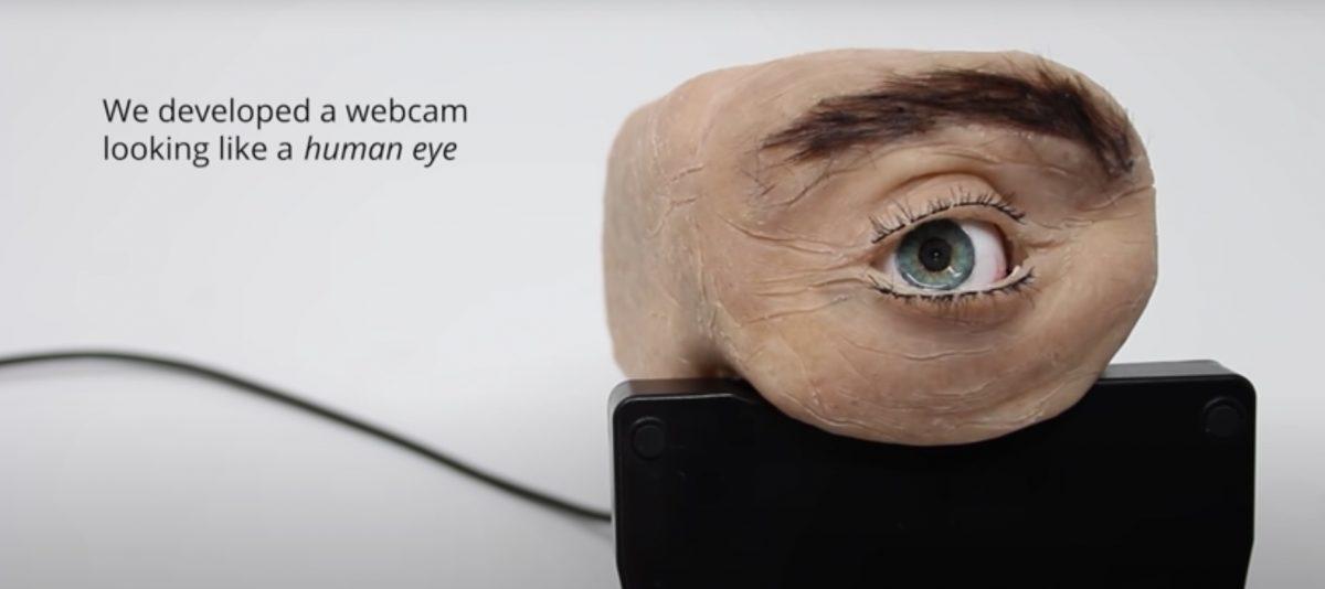 Crean una cámara con forma de ojo humano que parpadea y sigue con su mirada al usuario