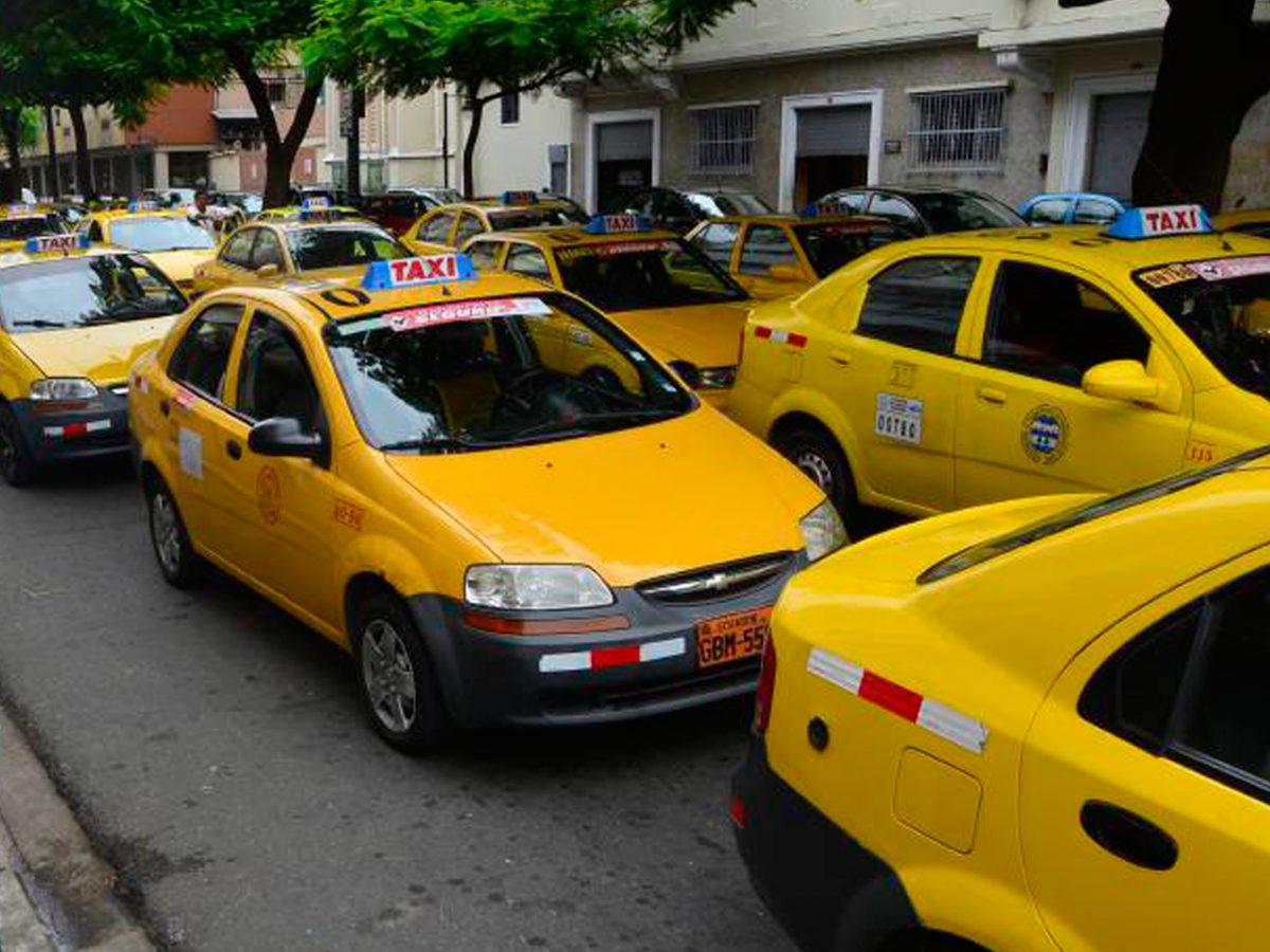 ¿Los taxis pueden circular en el toque de queda?