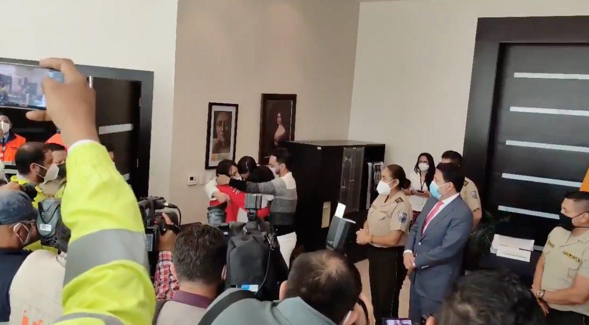 Así fue el reencuentro de las niñas venezolanas con sus padres