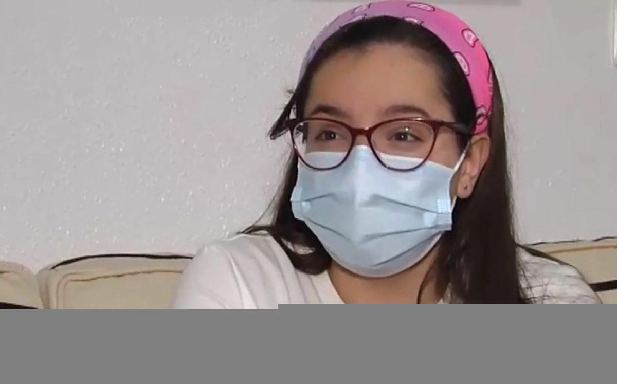 Una joven de 16 años tose cada 2 segundos tras tener Covid-19