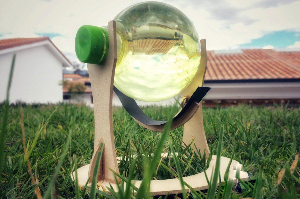 Jóvenes ecuatorianos crean esfera reciclada que potencia a los paneles solares