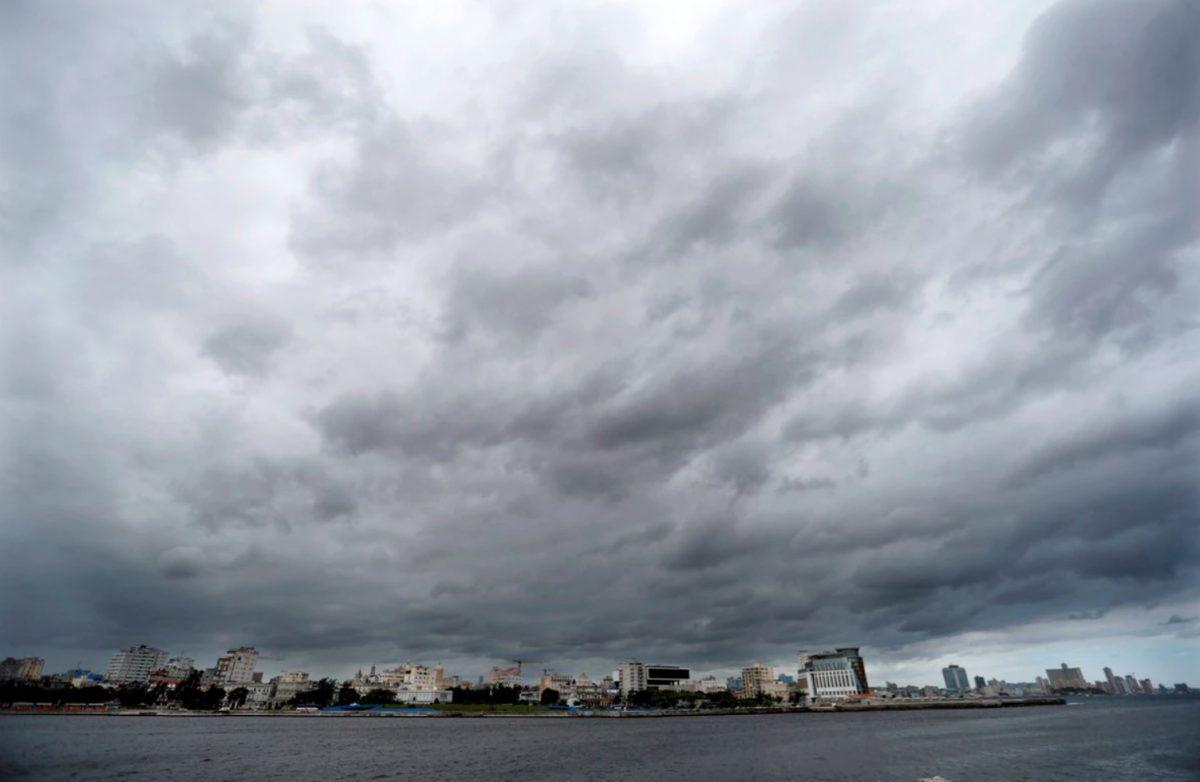 """""""Ana"""", primera tormenta del año en el Atlántico"""