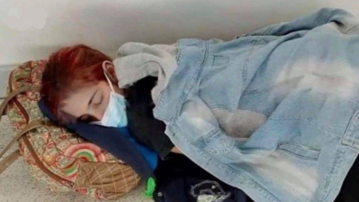 Joven muere por coronavirus tras esperar atención acostada en el piso de un hospital