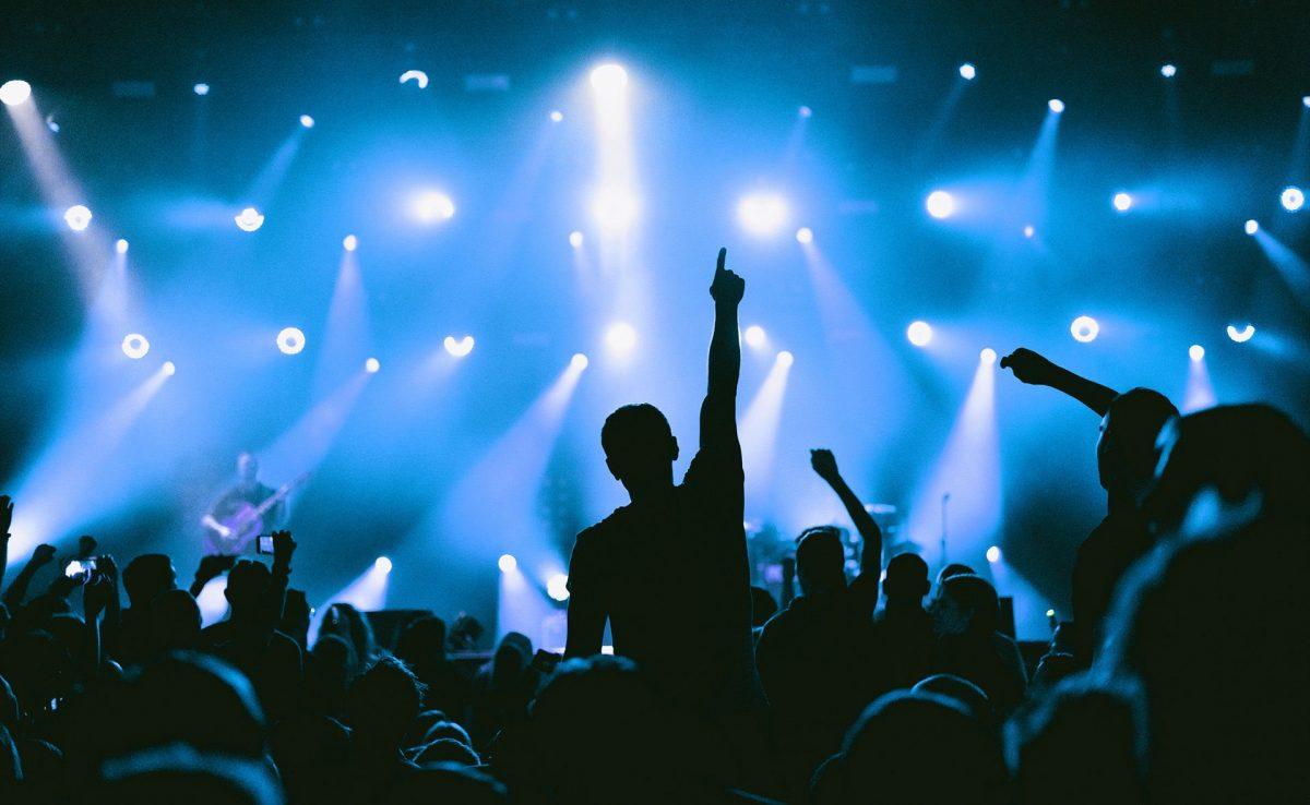Primer concierto de 5.000 personas se hará en París como prueba