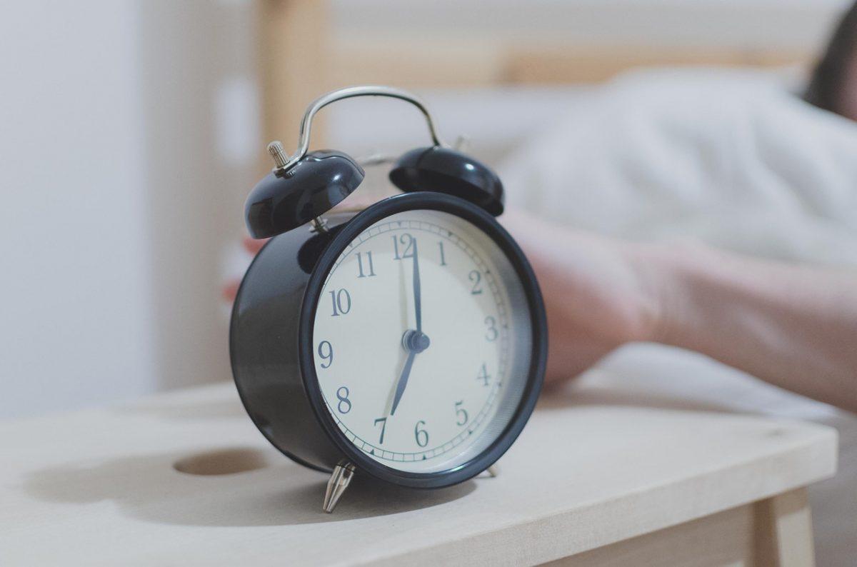 """""""Levántate Edward"""": encontró un viejo despertador con la voz de su madre"""