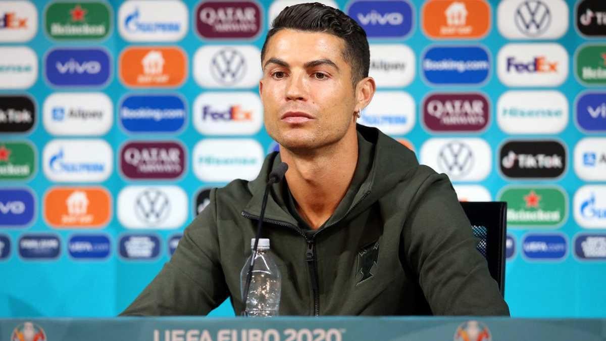 La pérdida millonaria de Coca-Cola después de que Cristiano Ronaldo apartara dos botellas