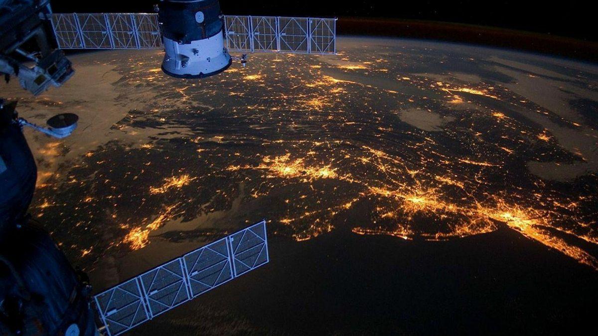 China lanza con éxito una misión para llevar astronautas a su próxima estación espacial