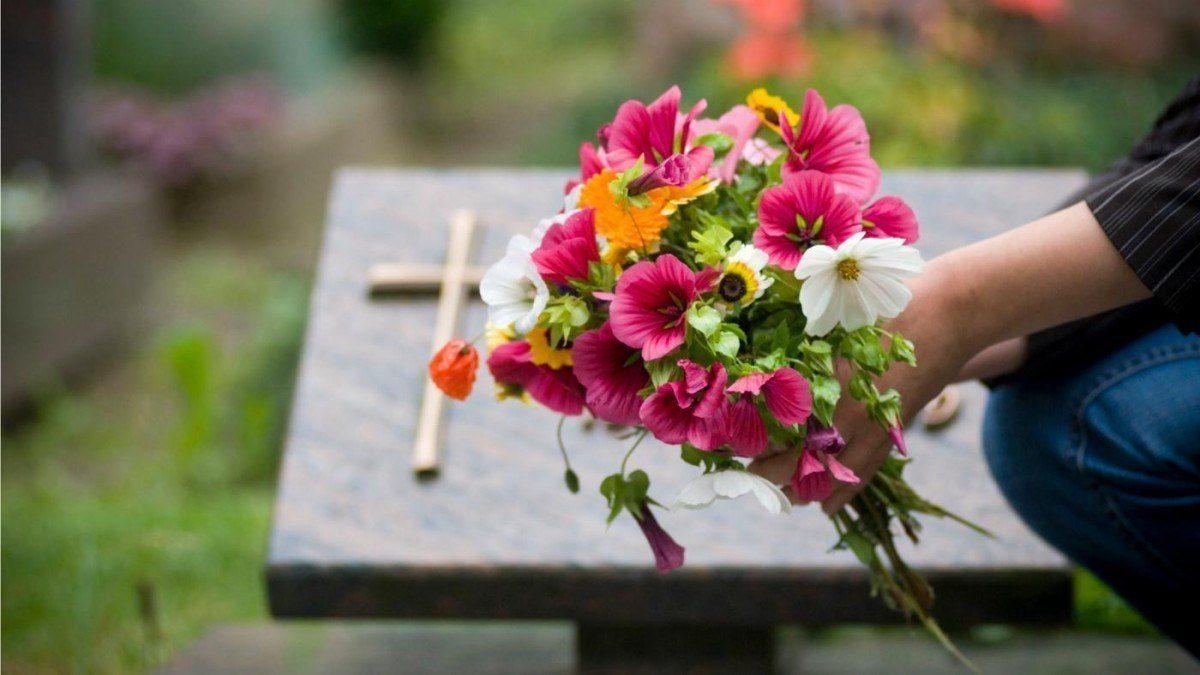 Mujer le organizó funeral en 5 ocasiones a su esposo tras luchar 300 días contra el coronavirus