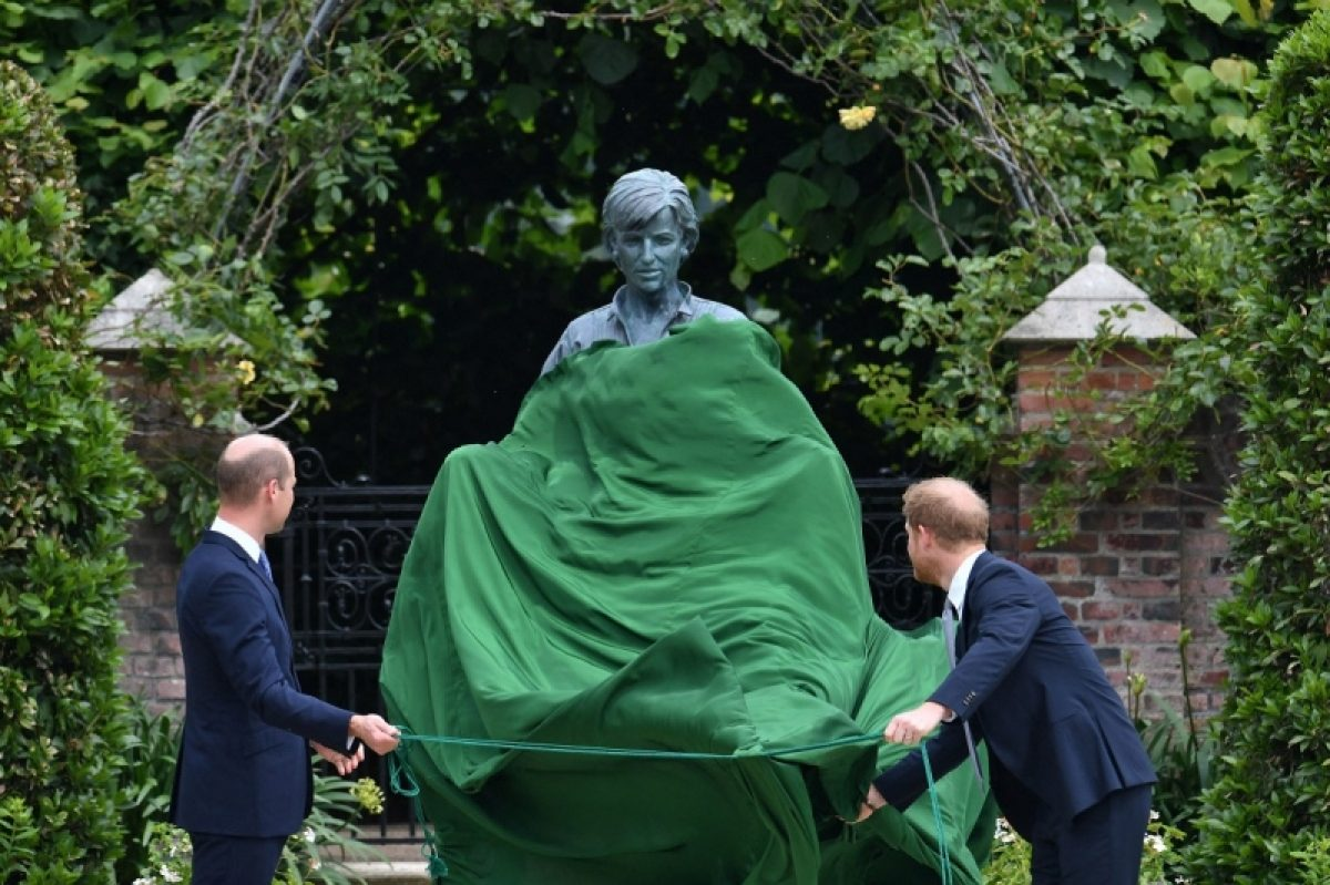 Así luce la estatua de Diana de Gales revelada por los príncipes William y Harry