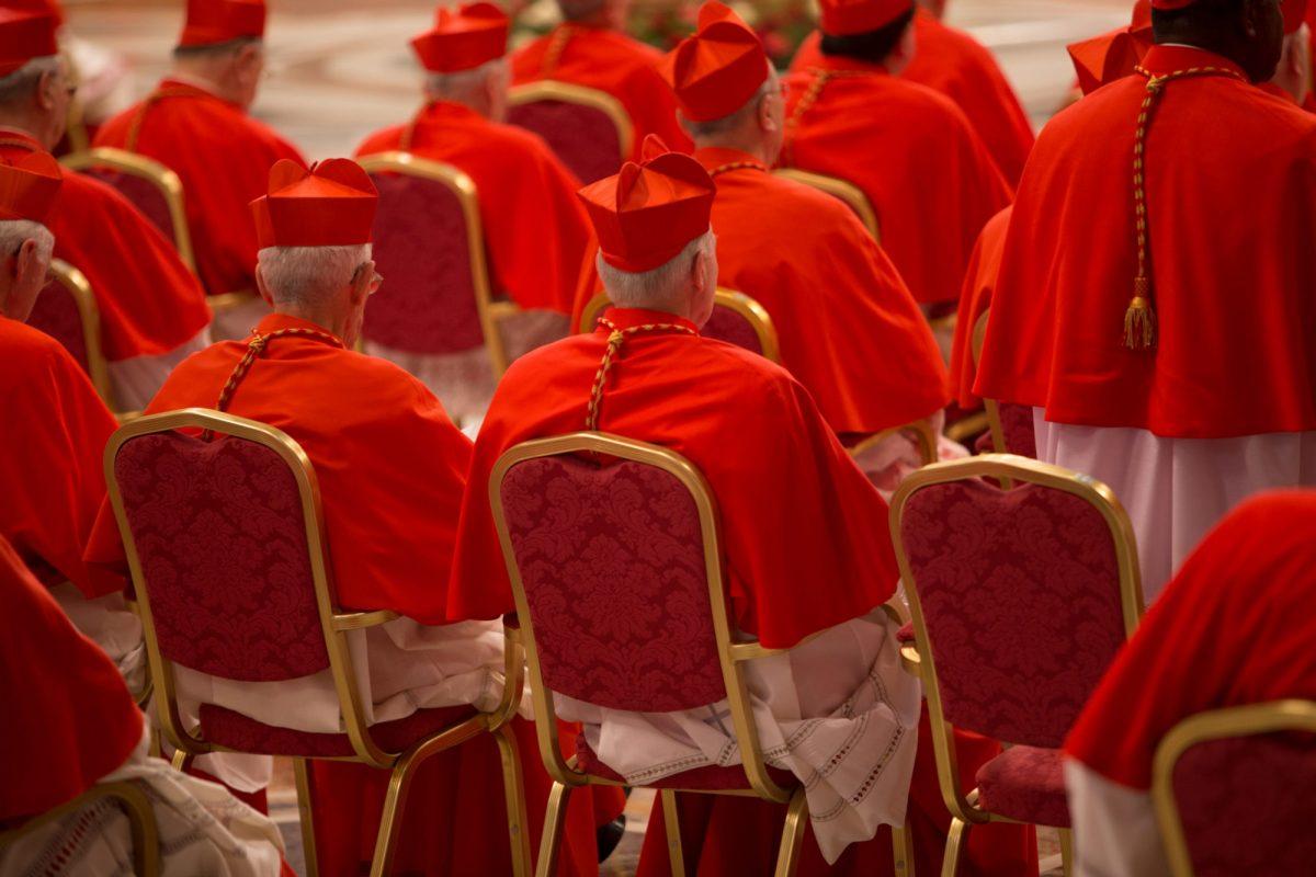 El Vaticano juzgará a un cardenal por inversiones fraudulentas
