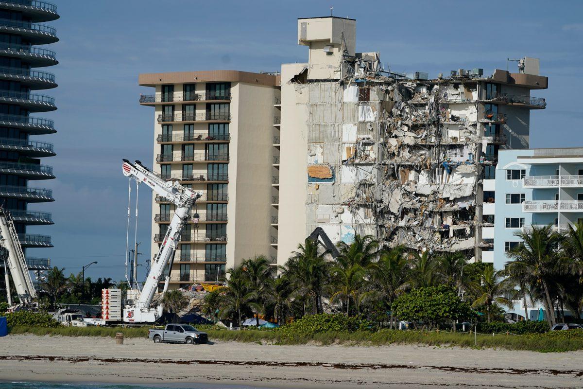 Muertos en derrumbe en Florida suben a 24 y demolerán lo que quedó del edificio