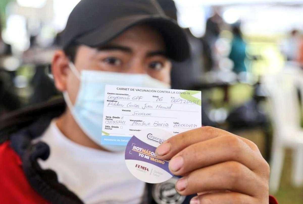 Alcaldesa de Guayaquil anuncia fecha en que pedirán certificado de vacunación