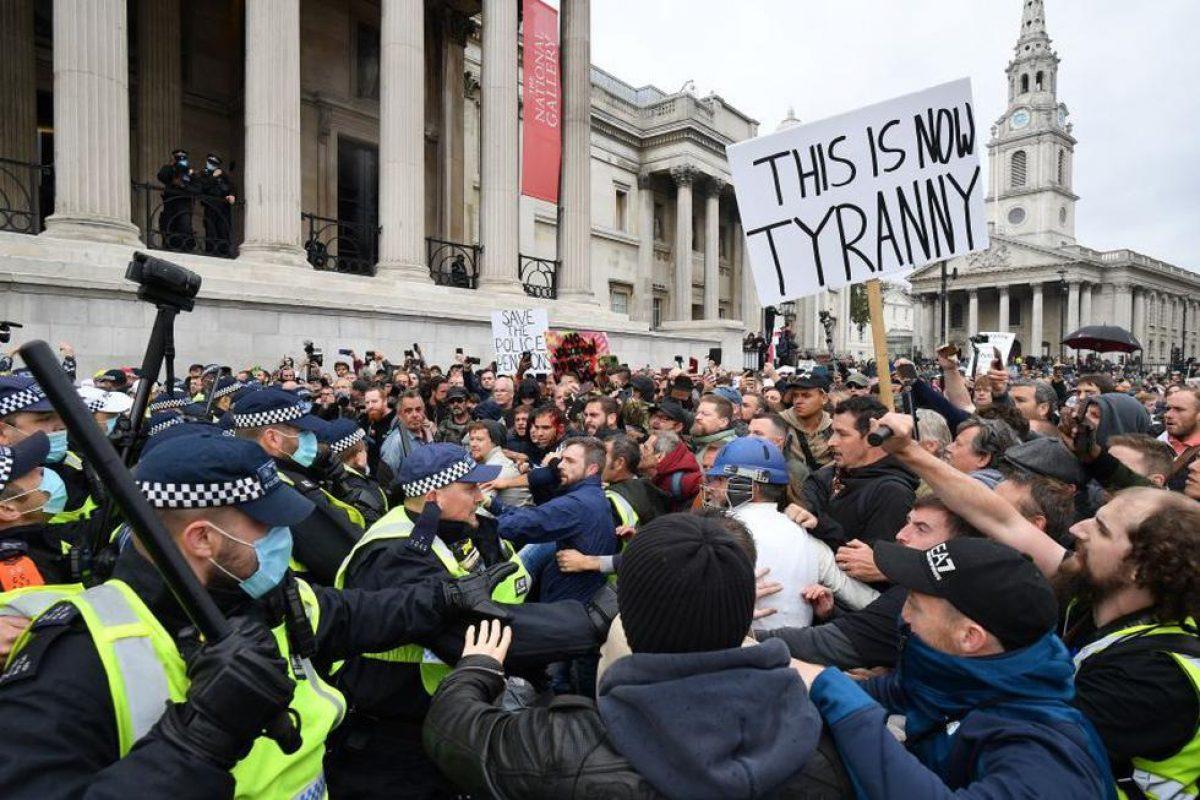 Manifestantes protestan contra el confinamiento y la vacunación obligatoria en Londres