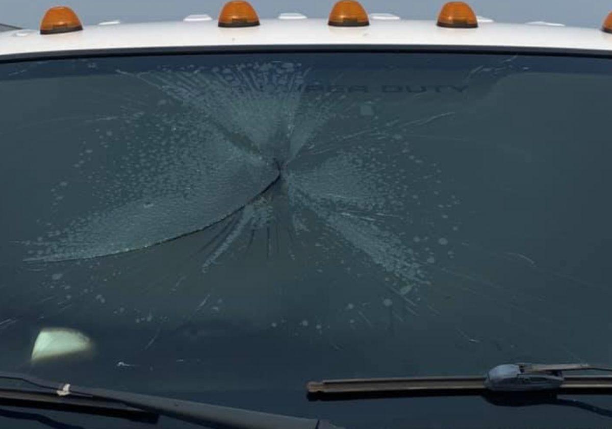 ¡Impactante! Así quedó un carro tras recibir el impacto de un rayo