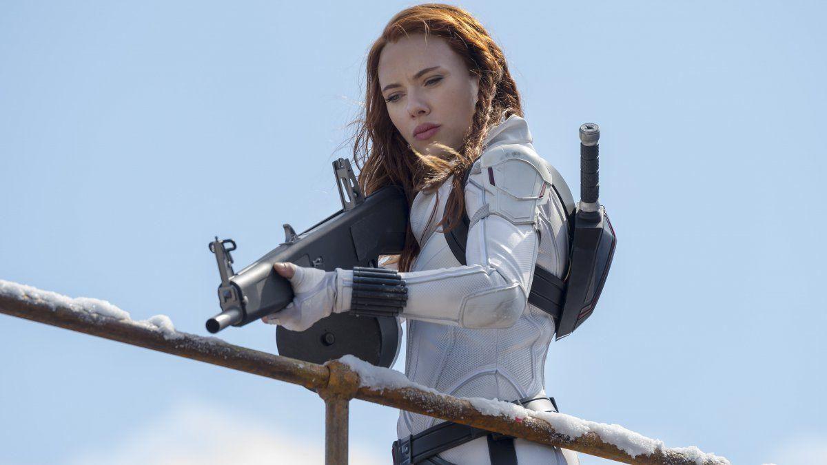 """Scarlett Johansson demanda a Disney por estreno en streaming de película """"Black Widow"""""""