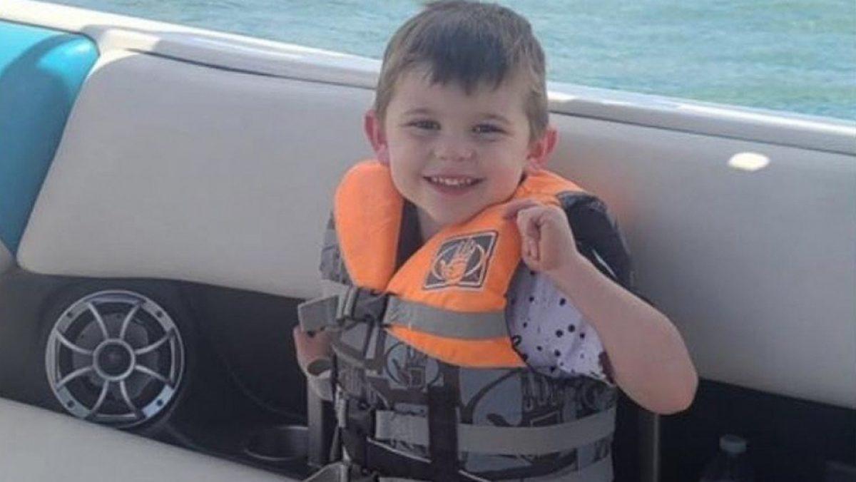 Encuentran muerto a un niño de cuatro años en un baúl de juguetes