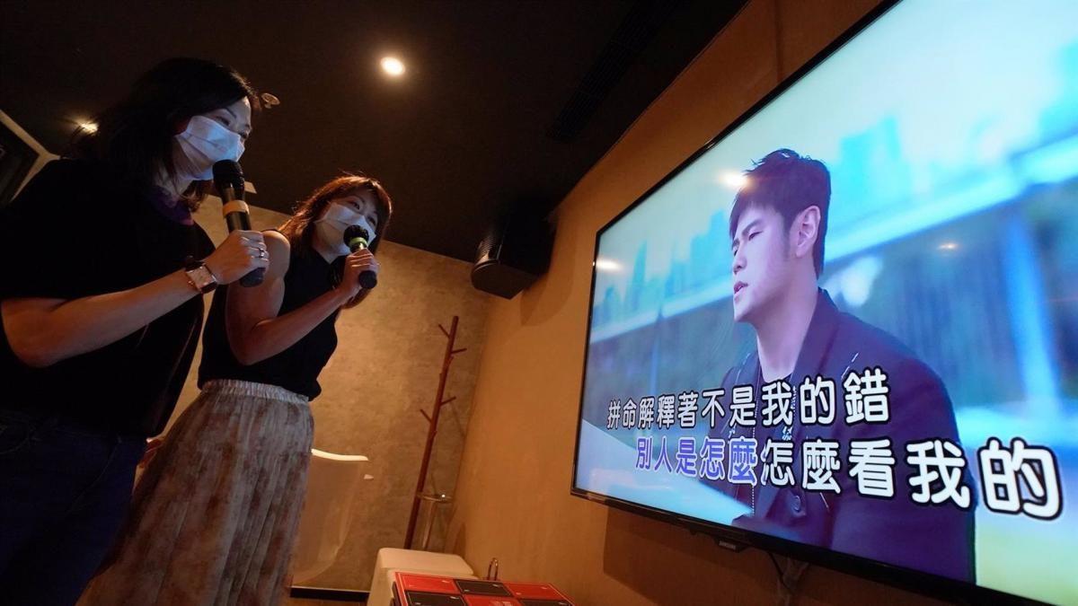 """China prohibirá las canciones de karaokes que amenacen la """"seguridad nacional"""""""