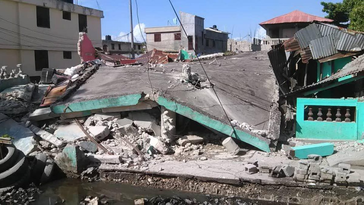 Reportan 724 muertos y 2.800 heridos por el terremoto en Haití