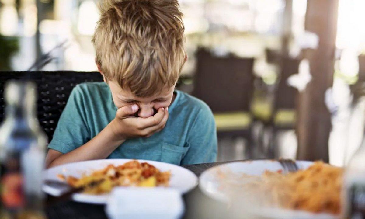 Niño con fobia a la comida sobrevive por una década ¿Qué come?