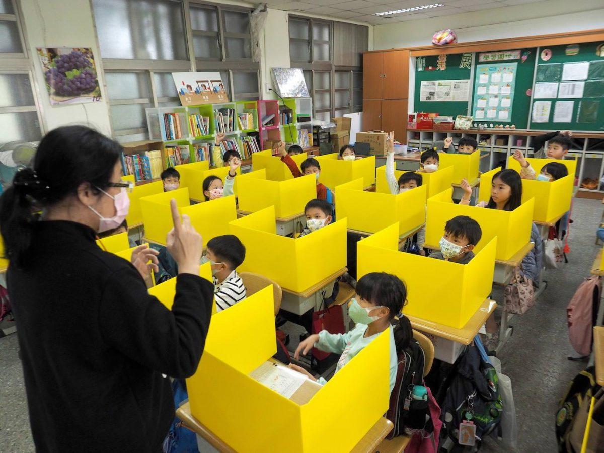 China reforma su sistema educativo y prohíbe exámenes para niños de seis años