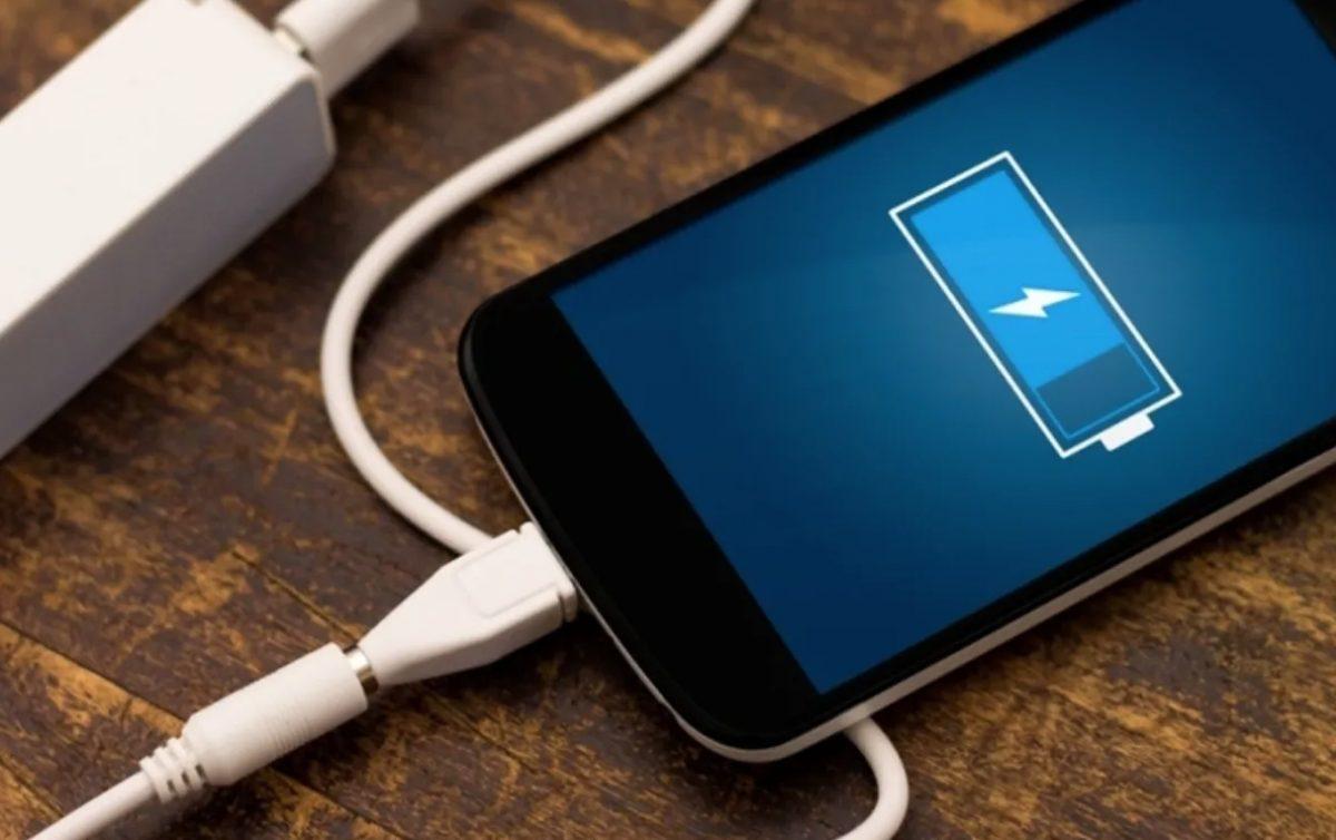 Niña de dos años muere tras recibir descarga eléctrica de un cargador de celular