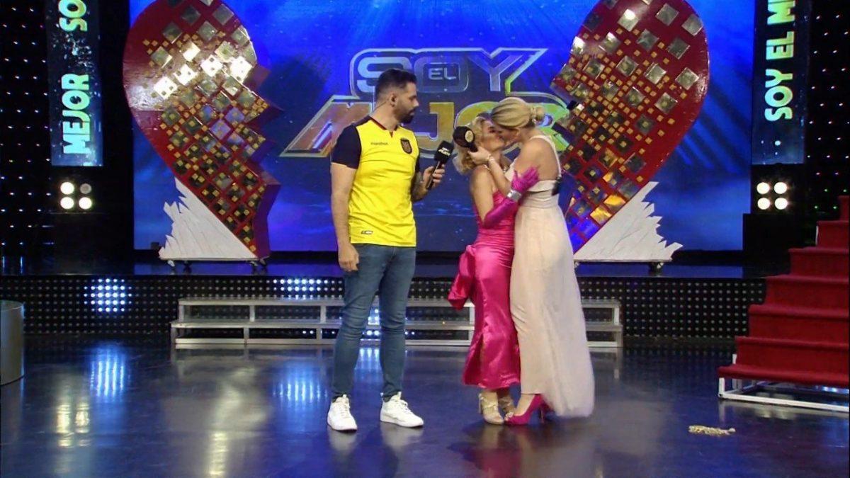 Marián Sabaté y Carolina Jaume a lo Britney y Madonna ¿Fue un beso?